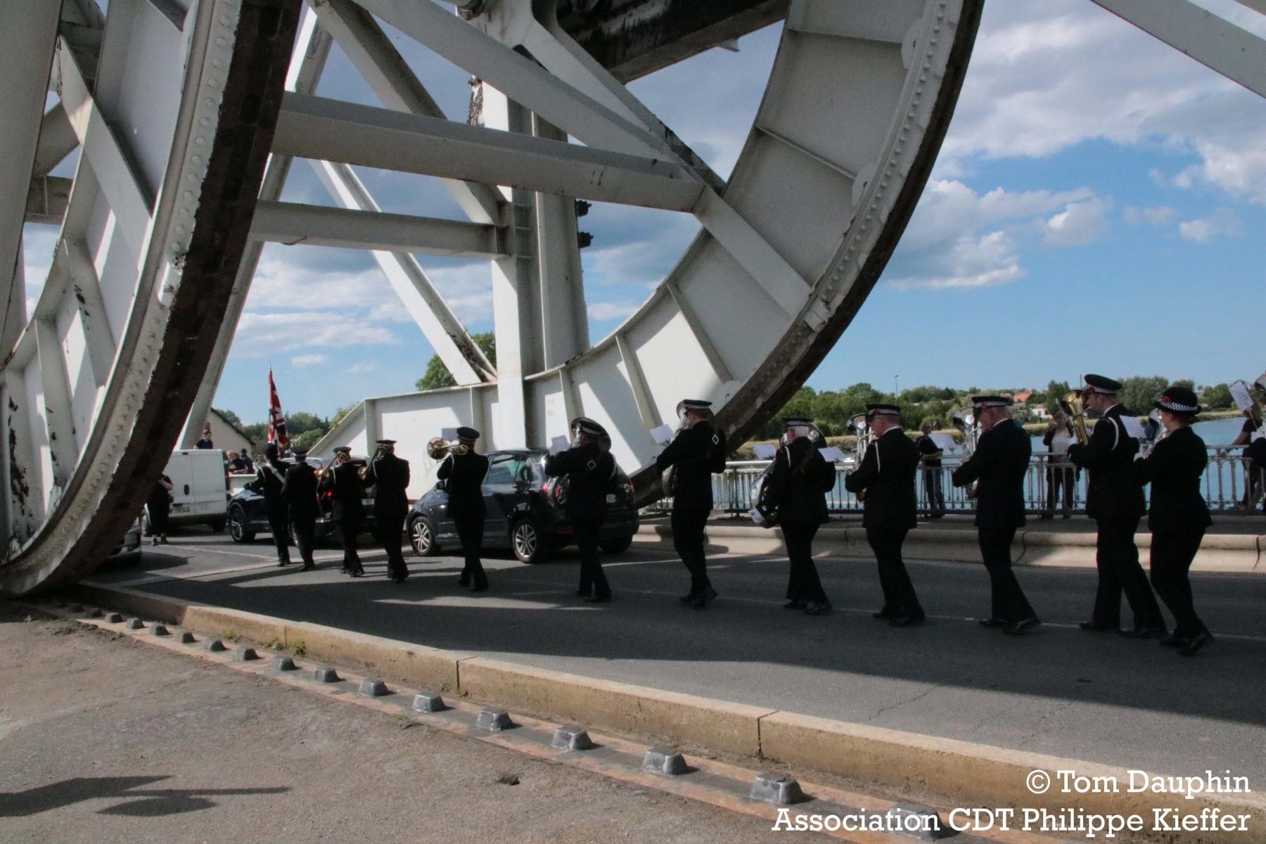 fanfare_police_britannique_pegaus_bridge_6_juin_2019